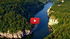 """""""Dunărea - Amazonul Europei"""" este un documentar fascinant realizat în 2012 în două părti, care prezintă călătoria Dunării de la Pădurea Neagră până la Marea Neagră."""
