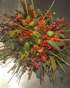 Bloemschikkenroosendaal – Workshops in Roosendaal Floral Arrangements, Christmas Wreaths, Workshop, Holiday Decor, Home Decor, Pine Cones, Deco, Atelier, Decoration Home