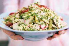 Das Rezept für Schweizer Wurstsalat mit Fussili und weitere kostenlose Rezepte auf LECKER.de