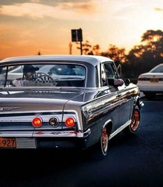 Best classic cars and more! Impala 64, 1962 Chevy Impala, Chevrolet Chevelle, Arte Lowrider, Lowrider Trucks, 64 Impala Lowrider, Lowrider Bicycle, Retro Cars, Vintage Cars