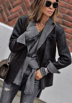 fashionable outfit _ blazer + sweater + bag + rips
