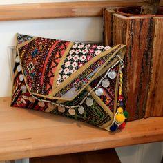CHENNAI by NAWERI 119€ Boho clutch made from antique embroidered fabrics with a removable strap. Pochette confectionnée à partir de tissus brodés antiques. Chaîne amovible. Modèle unique.