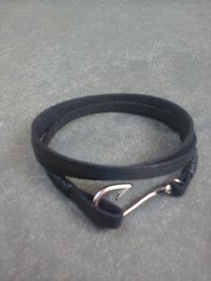 36e239cc476 O Luan Santana usa muitas pulseiras....Confira a variedade de ...