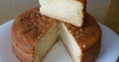 Este bizcocho es el resultado de aprovechar las claras que me sobraron de hacer la crema pastelera que utilicé para hacer la tarta de man...