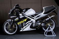 Honda RVF400R