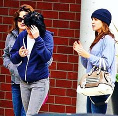 Elizabeth, Kristen, & Nikki out in Vancouver - 2009