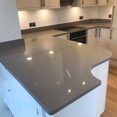 magnifico de lusso grey quartz worktops with high gloss white kitchen High Gloss White Kitchen, White Kitchen Decor, All White Kitchen, Dulux Chic Shadow, Dulux Blue, Colorful Furniture, Traditional Kitchen, Kitchen Styling, Colour Schemes
