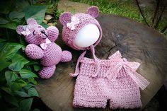 Conjunto confeccionado em crochê em fio antialérgico  Cor rosa antigo ( pode ser feito em outras cores)  Tamanho RN/ 1 a 3/ 3 da 6 meses