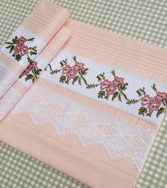 """Instagram'da Patishka Home Ev Tekstil: """"Geçmişteki acılarınız için de şükredin.. Çelik döküldükçe, insan acı çektikçe güçlenir..❤❤❤ #piketakimi #nevresimtakimi #kanaviçe…"""" Floral Embroidery, Cross Stitch Embroidery, Cross Stitch Patterns, Filet Crochet, Needlepoint, Needlework, Diy And Crafts, Shabby Chic, Home Decor"""