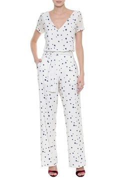 Blusas Femininas - Blusa Crepe Cosmic Stars   Amissima Classic Outfits, Simple Outfits, Cool Outfits, Fashion Outfits, Womens Fashion, Floral Pants Outfit, Chambray Jumpsuit, Frock Patterns, Dress Neck Designs