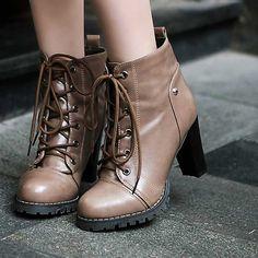 Topuklu ayakkabılar eski çağlardan beri var olan kadınların asla vazgeçemedikleri yegane parça. İnce topuklular, kısa topuklular, platform topuklular ve ka