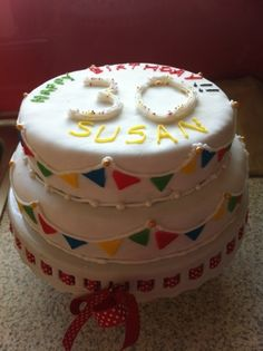 Covered in fondant. Chocolate Biscuit Cake, Vanilla Sponge, Cake Central, Best Cake Recipes, Made Goods, Bunting, Fondant, Cakes, Desserts