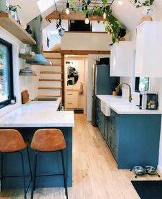 Ever wanted to have your own tiny house? Here are 12 simple and free DIY Tiny House Plans. Tiny House Trailer, Tiny House Plans, Tiny House On Wheels, House Floor Plans, Modern Tiny House, Tiny House Design, Modern House Design, Best Tiny House, Tiny House Company