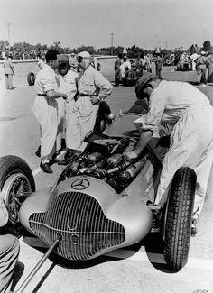 Tripoli Grand Prix, 15 May 1938. Rudolf Caracciola and mechanics preparing the Mercedes-Benz W 154 Formula racing car. Rudolf Caracciola secured 3rd place.
