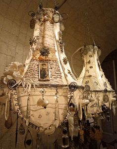 I have seen this type of chandelier before from a women in the Ottawa area who was taught the technique in Italy.