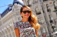 Beatriz Jiménez en su blog Neckalce of Pearls vistiendo el vestido Islandis en su versión multicolor. La Böcöque