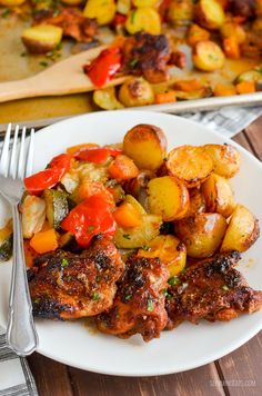 Slimming Eats Chicken, Potato, Vegetable Tray Bake - gluten free, dairy free, Slimming World and Weight Watchers friendly Slimming World Dinners, Slimming World Recipes Syn Free, Slimming World Diet, Slimming Eats, Potato Vegetable, Vegetable Casserole, Cooking Recipes, Healthy Recipes, Savoury Recipes