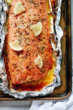 Garlic Butter Salmon in Foil (The Best Salmon Recipe) - Primavera Kitchen Salmon In Foil Recipes, Best Salmon Recipe, Fish Recipes, Seafood Recipes, Cooking Recipes, Healthy Recipes, Salmon Recipe Broiled, Salmon In Oven Foil, Foil Wrapped Salmon