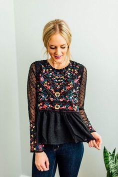Like to give this Boheme embro mix // sheer sleeve floral peplum bohemian chic hippie style boho black look a try Mode Hippie, Hippie Style, Bohemian Style, Bohemian Tops, Bohemian Shirt, Boho Gypsy, Look Fashion, Spring Fashion, Autumn Fashion
