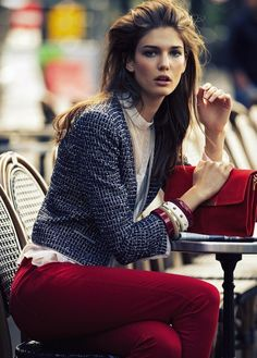 Fall look: accessorize with reds, wines and burgundies. Pair a slim pant in a fall colour with a cropped jacket and neutral blouse.