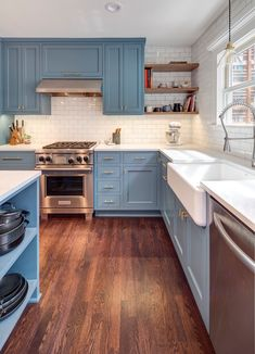 Kitchen Remodel Ideas - Browse our kitchen renovation gallery with traditional to modern to beachy kitchen design inspiration. Home Decor Kitchen, Kitchen Interior, New Kitchen, Home Kitchens, Blue Kitchen Ideas, Blue Green Kitchen, Simple Kitchen Design, Blue Kitchen Cabinets, Kitchen Cabinet Layout