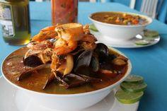 """Quién no ha disfrutado una deliciosa """"fosforera"""" en las costas venezolanas.  Combina camarones, calamares, pepitonas con ají, cebolla y ajo."""