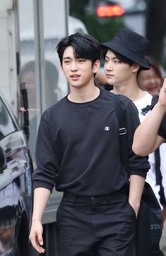 Jinyoung // look at our prince, why is he so attractive? Youngjae, Kim Yugyeom, Mark Jackson, Jackson Wang, Park Jinyoung, Got7 Jinyoung, Girls Girls Girls, Boys, Jaebum