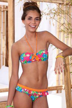 Nous les filles de bikini les adolescents