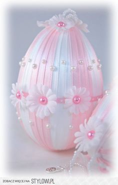 Pink and White Daisy Easter Egg Ornament Quilted Ornaments, Fabric Ornaments, Christmas Ornaments, Egg Crafts, Easter Crafts, Spring Crafts, Holiday Crafts, Diy Ostern, Easter Projects