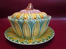 ANTIQUE MAJOLICA signed WEDGWOOD SUN FLOWER DESIGN COVERED DISH