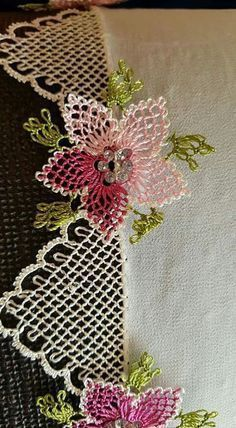 Needle Lace The moment Ifirst laid eyes on oya needlework was not as profound as one might imagine. Needle Tatting, Needle Lace, Bobbin Lace, Crochet Unique, Beautiful Crochet, Cross Stitch Embroidery, Hand Embroidery, Embroidery Designs, Lace Flowers