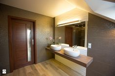 Elegancka łazienka na poddaszu - zdjęcie od Tektura Studio