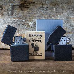 Zippo Black Crackle Original (left) replica (right) and packaging #Zippo #Lighter #original #1941 #Black #BlackCracle #Crackle #replica #Briquet #WW2 #guerremondiale #madeinUSA #americanproduct #madeinamerica #americandesign #lecomptoiramericain #Collection #CollectionMdenanteuil