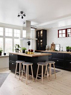 155 affordable kitchen dining room design ideas for eating with family page 43 Home Decor Kitchen, Interior Design Kitchen, New Kitchen, Home Kitchens, Kitchen Dining, Kitchen Black, Nordic Kitchen, Awesome Kitchen, Küchen Design