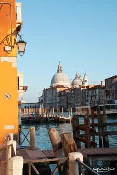 Nothing straight... Pictures Of Venice, Taj Mahal, Colors, Building, Travel, Paisajes, Viajes, Buildings, Traveling