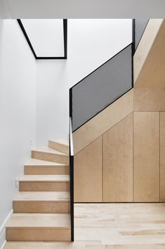 Residence McCulloch Residence is a minimalist house located in Montreal, Canada, designed by Naturehumaine.McCulloch Residence is a minimalist house located in Montreal, Canada, designed by Naturehumaine. Interior Staircase, Staircase Design, Modern Staircase Railing, Black Railing, Iron Staircase, Stair Design, Staircase Ideas, Architecture Design, Escalier Design