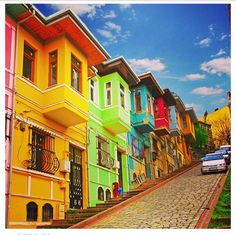 Colorful houses in Istanbul.   So lovely!!!   I want all my neighborhood to look like this...
