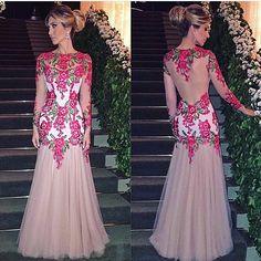 WEBSTA @ fashionistaoverdose - Genteee, que vestido de princesa! 😱😍 Perfeição e delicadeza! O que acham meninas? Sim ou não!? ✨🌺💕..#hautecouture #altamoda #altacostura #vestido #vestidos #vestidodefesta #altacostura #modaparamulheres #vestidodeformatura #vestidodeprincesa #vestidolongo #vestidosdeluxo #vestidolindo #vestidodeuso #vestidodivo  #luxo #moda #altamoda #fashion #vestidosdefesta #fashion #dress #dresses #partydress #princessdress #modafeminina #vestidopreto