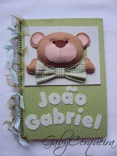 Caderno coberto em tecido 100% algodão com ursinho confeccionado em feltro.Decorado com laçinhos. Contém 40 folhas . R$55,00