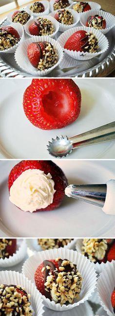 Fresas rellenas de crema de mascarpone / http://www.yumsugar.com/blogger/AmeeLivingston