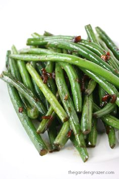 Asian garlic green beans - a simple side dish packed with flavor! (vegan, gluten-free)