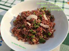Insalata di riso Fresca e leggera realizzata con riso rosso integrale della Camargue, piselli, zucchine e parmigiano. Ideale per picnic in spaiggia!