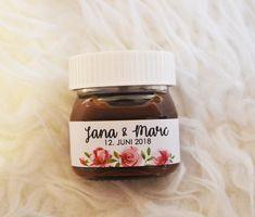 Du suchst etwas besonders für deine Hochzeit oder bist du auf der Suche nach einem originellem Gastgeschenk? Mit diesen Etiketten für die kleinen Nutellagläser (angepasst an die 25g Größe) machst...