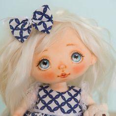 """249 curtidas, 5 comentários - Alice Moon (@alicemoonclub) no Instagram: """"Sold #alicemoonclub #ooak #fabricdolls #handmade #clothdoll #heirloomdoll #cotton #doll…"""""""