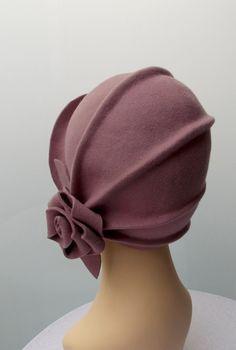 564172f2c8e87 Diseño único y exclusivo para este sombrero cloché estilo años 20  confeccionado en fieltro de lana