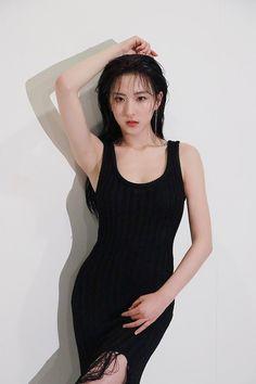 Eunseo for Cosmopolitan June 2018 edition photoshoot South Korean Girls, Korean Girl Groups, Air Force Blue, Cosmopolitan Magazine, Cosmopolitan Shooting, Cosmic Girls, Korean Singer, Kpop Girls, Girl Hairstyles