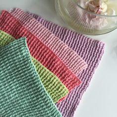 Blot til inspiration, lidt flere farver. Du kan jo sagtens bruge reste garn i bomuld og lave lækre striber :-) Du finder DIY her:...
