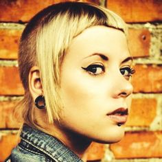 pretty Skinhead Reggae, Skinhead Girl, Skinhead Fashion, Skinhead Style, Chelsea Cut, Mod Girl, Fred Perry, Crazy Hair, Punk Rock