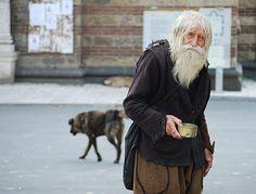 教会や孤児院にすべてを寄付する「99歳のホームレス」 SaintDobry.com