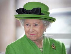 (NO PUBLICATION IN UK MEDIA FOR 28 DAYS)  Queen Elizabeth II visits Radhome Laund Farm on May 25, 2006 near Clitheroe, England.  (Photo by Daily Mail -Pool/Anwar Hussein Collection/Getty Images)